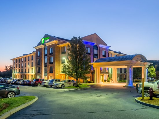 Holiday Inn Express Auburn: Hotel Exterior