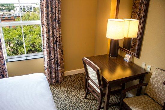 Holiday Inn Express Savannah-Historic District: Guest Room