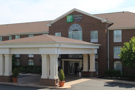 Holiday Inn Express Hotel & Suites Warrenton : Hotel Exterior