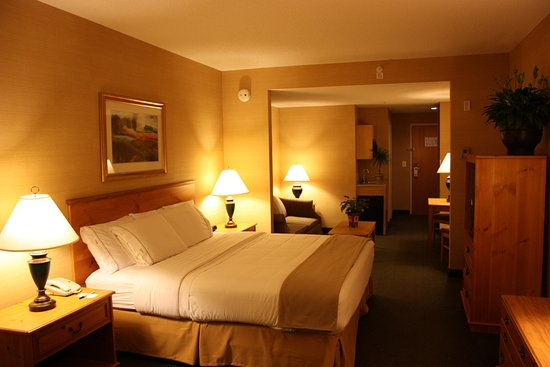 Warrenton, VA: Enjoy the luxury of our spacious suites!