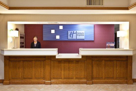 Holiday Inn Express Pella: Front Desk