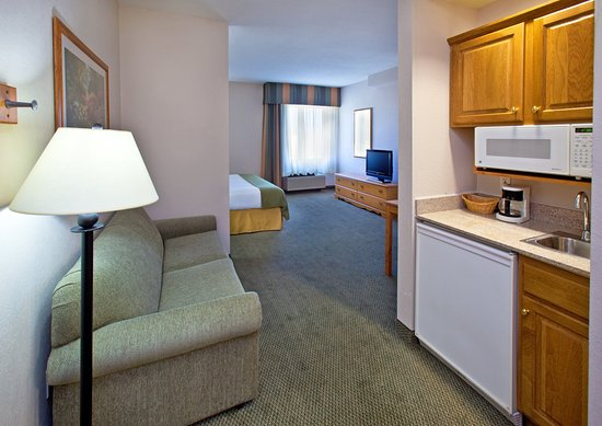 Pella, IA: King Mini Suite