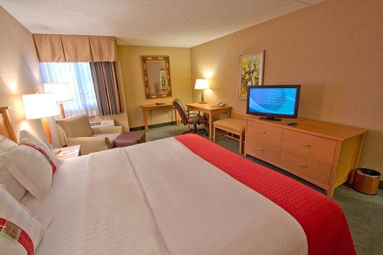 Everett, WA: King Bed Guest Room