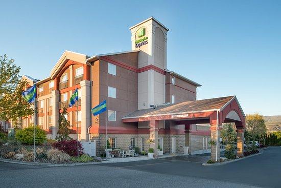 Holiday Inn Express Wenatchee: Hotel Exterior