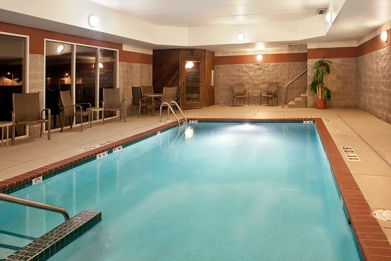Holiday Inn Express Watertown: Swimming Pool