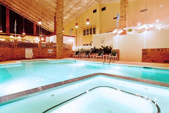 Holiday Inn Roanoke Valley View: Swimming Pool - jacuzzi hot tub