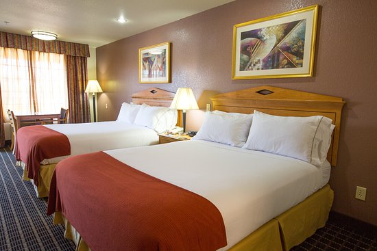 Holiday Inn Express San Jose Central City: Two Queen Bed Non Smoking Guest Room