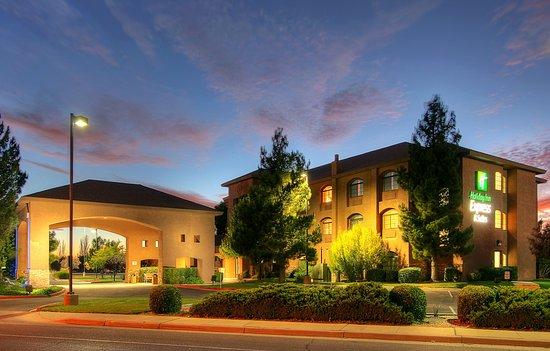 Hotel Roswell Inn & Suites
