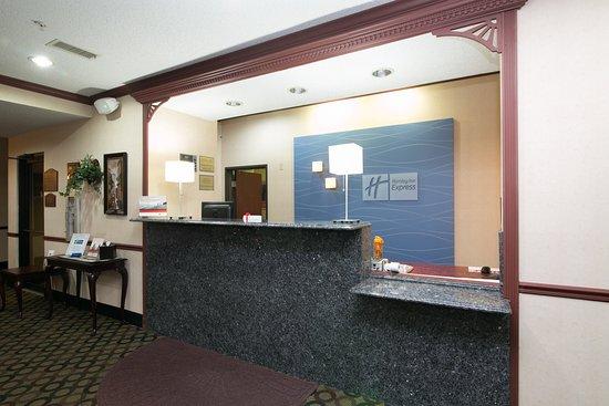 Sycamore, IL: Hotel Lobby