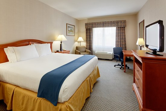 Holiday Inn Express Victor: Guest Room with One King Bed, Desk and In-Room Safe