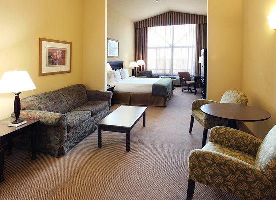 Holiday Inn Express & Suites Shreveport: King Bed Guest Room
