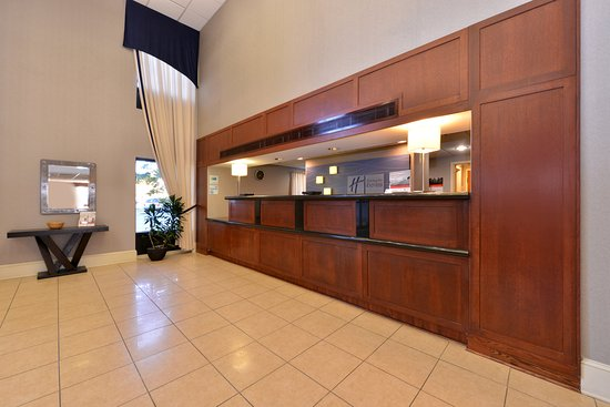 Holiday Inn Express Seaford-Route 13: Hotel Lobby