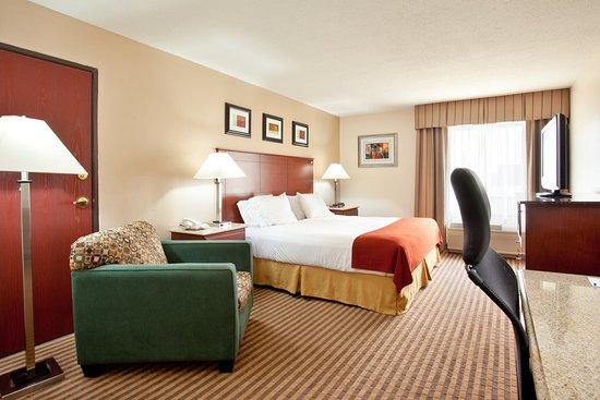 Three Rivers, MI: King Bed Guest Room