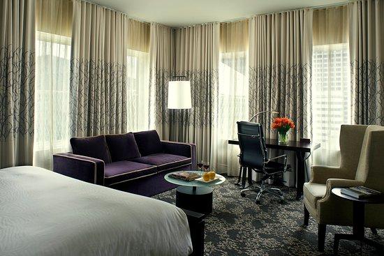 Kimpton Hotel Vintage Seattle: King Reserve Living Room