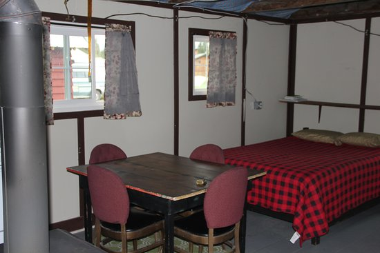 Polebridge Mercantile and Cabins: Bowman Cabin interior