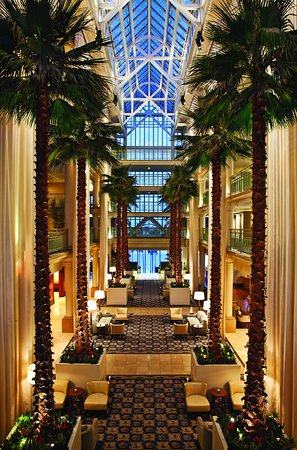 Loews Santa Monica Beach Hotel: Lobby