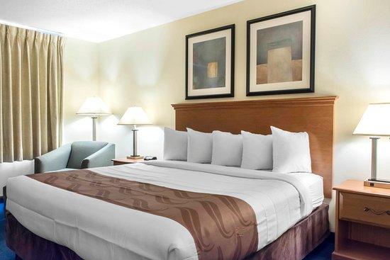 Quality Inn : King guest room
