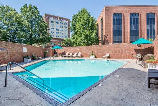 Omni Charlottesville: Pool