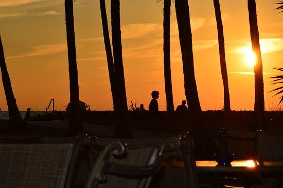 Naples Beach Hotel and Golf Club: Por do sol mais bonito do mundo!!