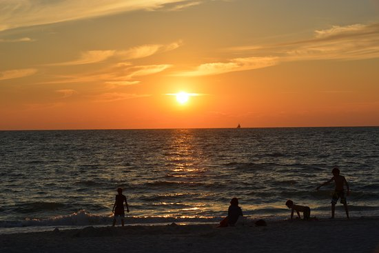 Naples Beach Hotel and Golf Club: Por do sol maravilhoso