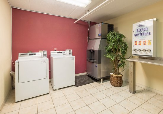 Red Roof Inn Milford: Laundry Facility