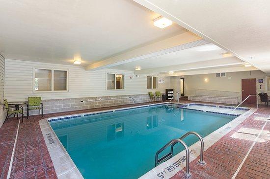 Acme, MI: Pool