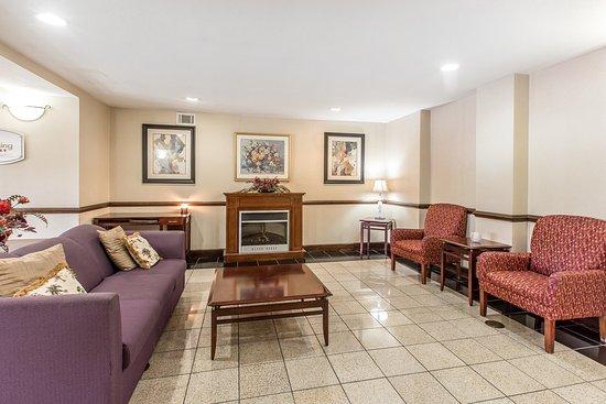 Kingsland Inn & Suites: Lobby