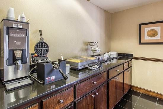 Kingsland Inn & Suites: Breakfast