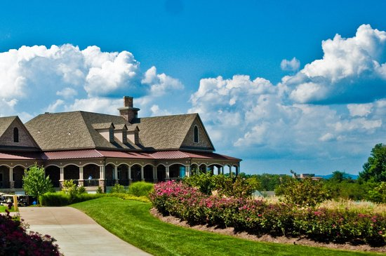 Leesburg, VA: Lansdowne_outdoor_clubhouse_spring