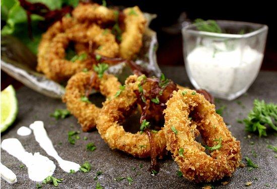 Santa Ana, Costa Rica : Fried calamari with tzaziki sauce.