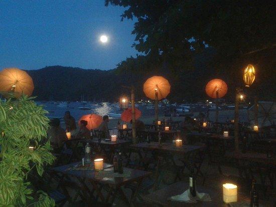 Restaurante Pé na Areia: a lua no  pe na areia