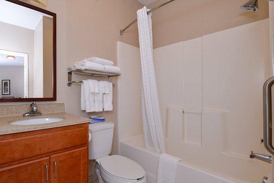 Candlewood Suites Boise: Guest Bathroom