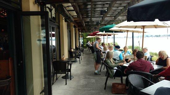 แวนคูเวอร์, วอชิงตัน: Outside dining area