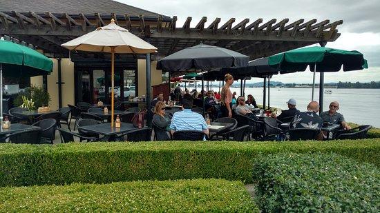 แวนคูเวอร์, วอชิงตัน: Outside dining along Columbia River