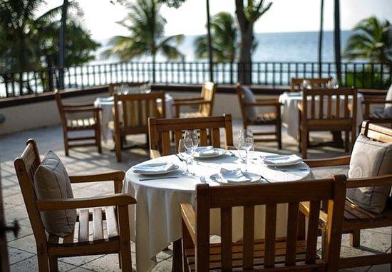 Renaissance St. Croix Carambola Beach Resort & Spa: Flamboyant Restaurant & Bar