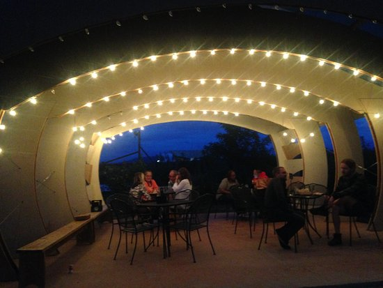 Taos Mesa Brewing: outside seating