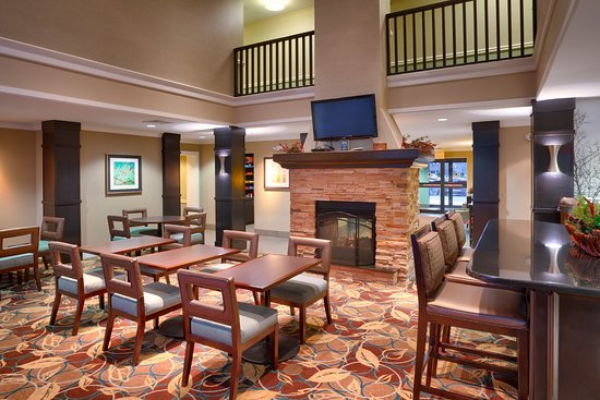 Peoria, IL: Relax or get things done in our welcoming lobby