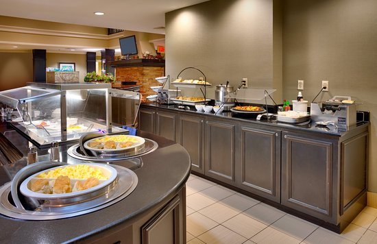 Staybridge Suites Peoria Downtown: Hot eggs and breakfast meat served daily