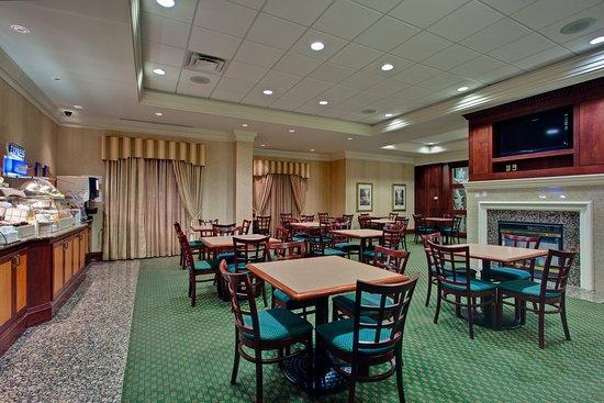 Holiday Inn Express & Suites Milton: Breakfast Area