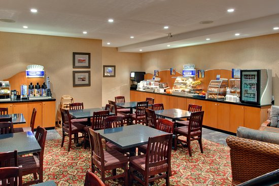 Holiday Inn Express Hotel & Suites Collingwood - Blue Mountain: Breakfast Area - Renovated & Extended