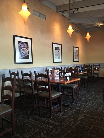 Maplewood, MN: Olive Garden dining room- the sand every time, but always pleasant.