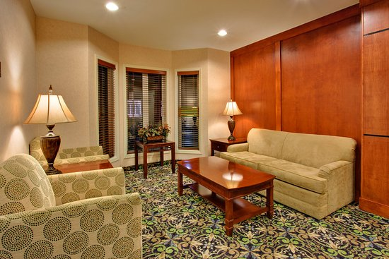 Staybridge Suites Calgary Airport: Guest Lounge