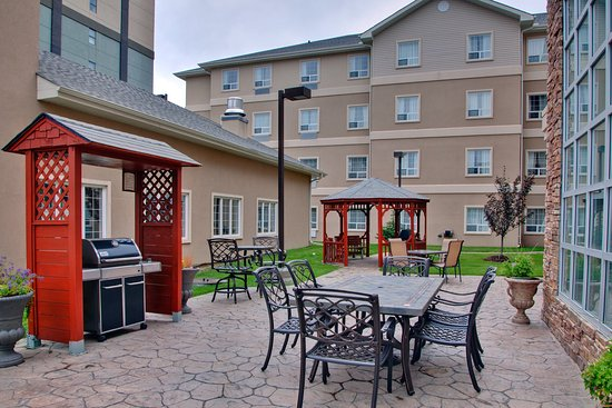 Staybridge Suites Calgary Airport: Guest Patio