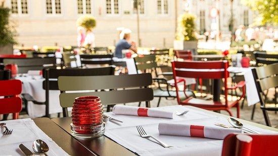Crowne Plaza Brugge: PlazaCafé terrace