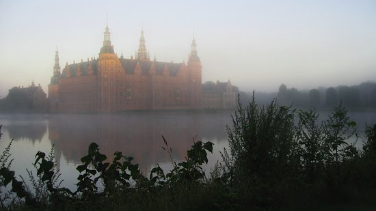 Zealand, Denmark: Morgen ved Frederiksborg, taget af Hans-Jørgen Petersen