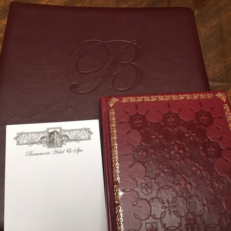 Beaumont Hotel & Spa: Stationary and guest book