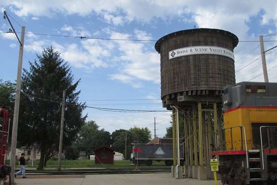 Boone, IA: water tower