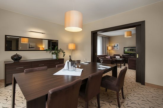Holiday Inn Warsaw - Jozefow : Suite