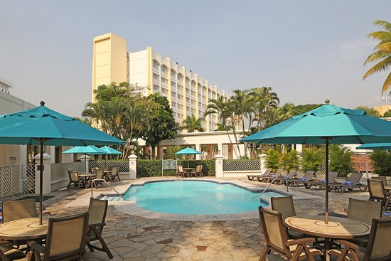 Real InterContinental San Salvador at Metrocentro Mall: Swimming Pool