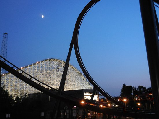 Six Flags Great America: Night at the park